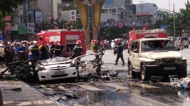 Taxi cháy nổ kinh hoàng gần UBND Cẩm Phả, 2 người chết cháy