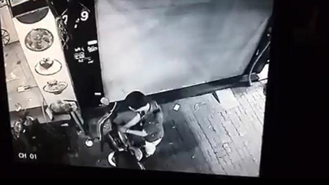 """Hà Nội: Thanh niên mặc như trí thức, ăn trộm xe máy trong """"một nốt nhạc"""""""