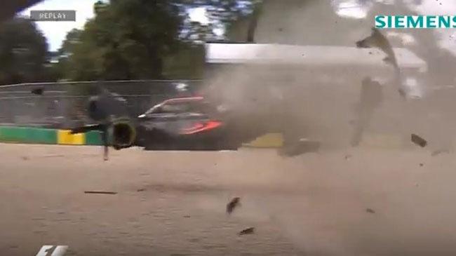 Xem tai nạn kinh hoàng của Fernando Alonso từ nhiều góc quay