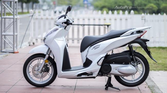 Cận cảnh xe tay ga phân khối lớn Honda SH 300i giá 248 triệu