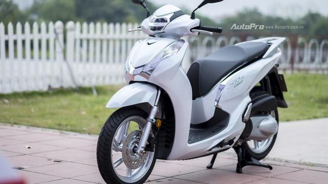 Honda SH300i chính hãng 248 triệu, đại lý tư nhân khóc ròng