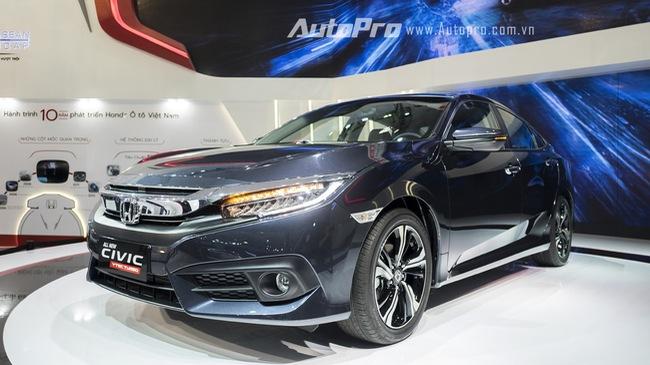 Honda Civic 2016 có giá tạm tính 979 triệu đồng, khách hàng choáng váng