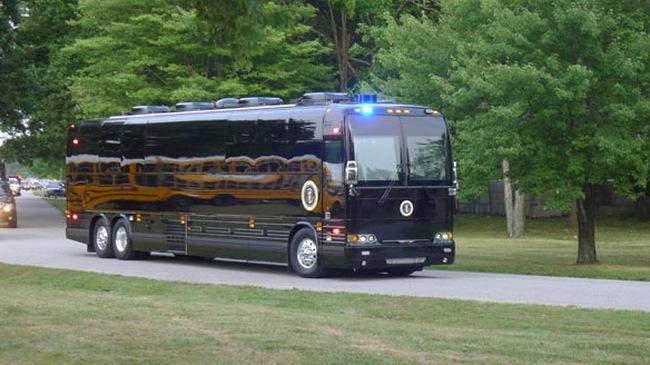 """Xe buýt bọc thép """"khủng"""" trị giá 1,1 triệu USD của Tổng thống Mỹ"""