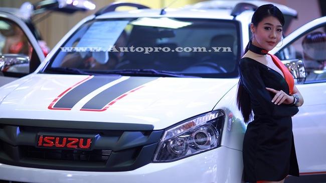 """Isuzu """"chơi trội"""" với dàn người mẫu Thái Lan, MU-X Limited và D-Max type X là 2 mẫu xe nổi bật"""