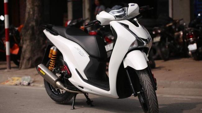 """Vừa ra mắt, Honda SH 150i 2017 đã được thanh niên Hà Nội chi 55 triệu """"độ kiểng"""""""