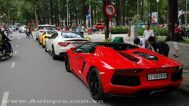 Phan Thành bứt tốc cùng Lamborghini Aventador mui trần