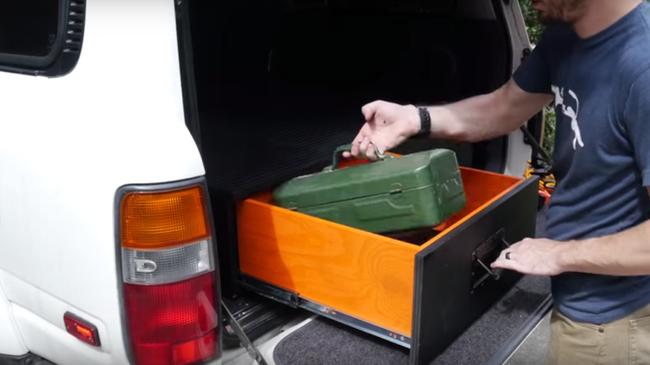 Mẹo xếp đồ gọn gàng trong xe hơi
