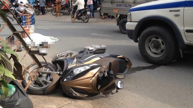 Video xe tải kéo lê nam sinh viên hàng chục mét rồi bỏ chạy tại Sài Gòn