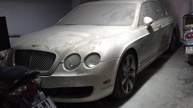 """Lại thêm 1 chiếc xe siêu sang Bentley bị """"bỏ rơi"""" tại Hà Nội"""