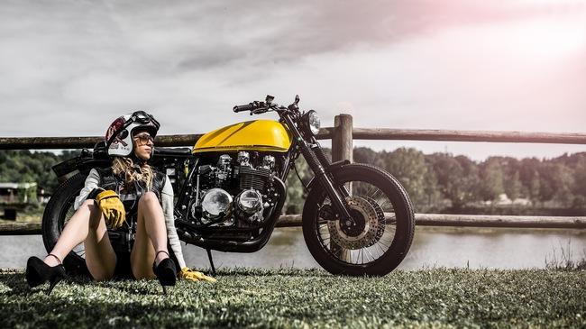 Xế độ Kawasaki Z650 nhẹ nhàng bên cô nàng xinh đẹp