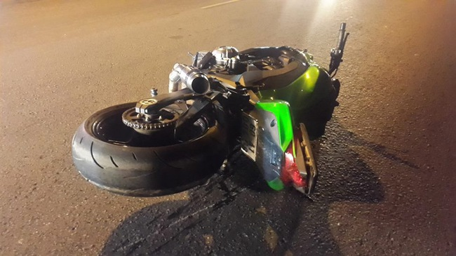 Đồng Nai: Kawasaki Z1000 va chạm với Yamaha Exciter, một thanh niên gãy chân