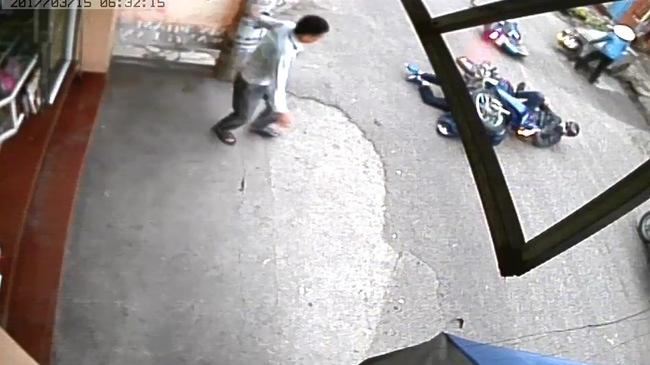 Video một người bị xe máy đè lên trong vụ tai nạn tại Hải Phòng