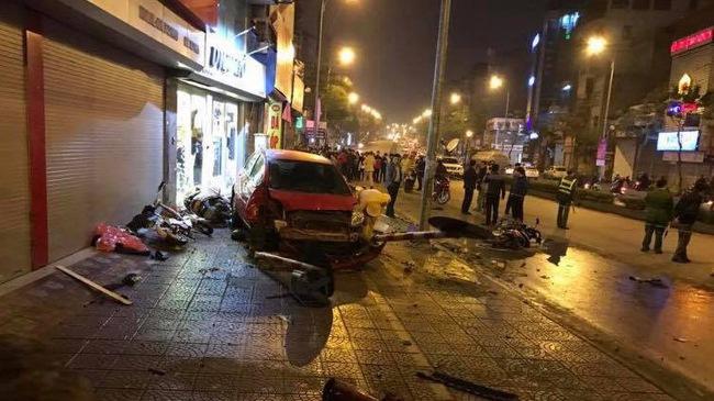 Toyota Yaris gây tai nạn liên hoàn tại Hà Nội, ít nhất 6 người bị thương