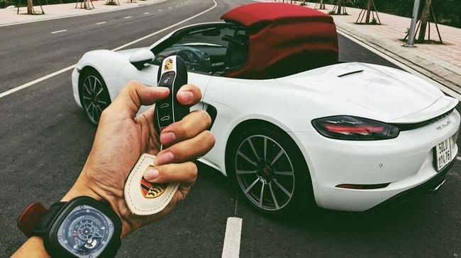 Khám phá hệ thống mui điều khiển điện của Porsche 718 Boxster