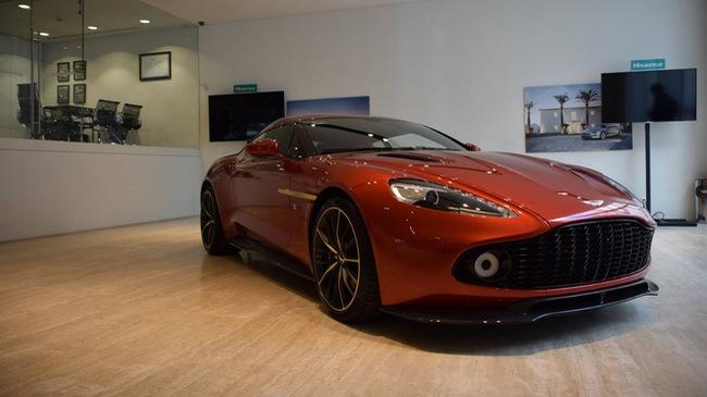 """""""Soi"""" từng chi tiết của siêu phẩm Aston Martin Vanquish Zagato ngoài đời thực"""