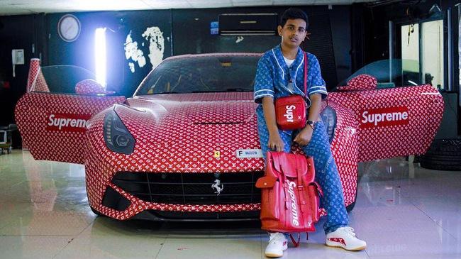 Thiếu gia 15 tuổi kiêm tín đồ hàng hiệu khoác bộ cánh Louis Vuitton x Supreme cho siêu xe của mình