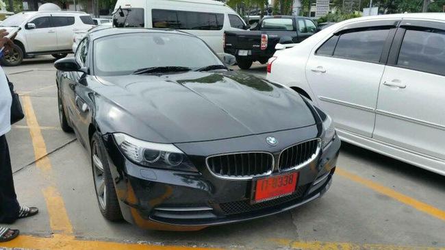 """Nữ khách hàng """"tố"""" cửa hàng rửa xe bán chiếc BMW Z4 của mình"""