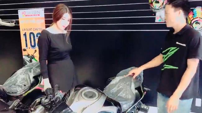 Cần Thơ: Người vợ xinh như hot girl mua Kawasaki Z1000 tặng chồng