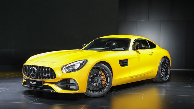 Porsche 911 GTS gọi, Mercedes-AMG GT 2018 trả lời