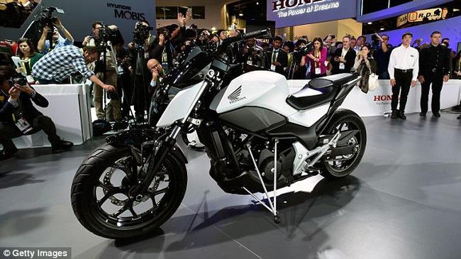 Honda ra mắt mô tô tự cân bằng, không cần chân chống