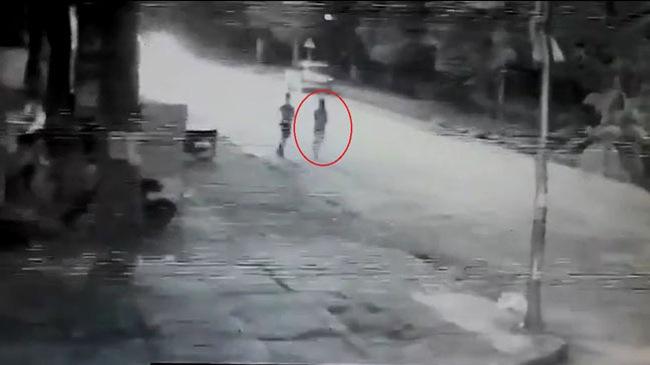 Cư dân mạng tranh cãi về video ô tô đâm cô gái đi bộ dưới lòng đường ở Phú Thọ