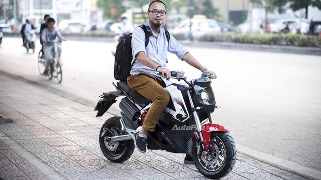 Trải nghiệm xe điện kiểu dáng mô tô - nhanh hơn, oách hơn nhưng chưa an toàn