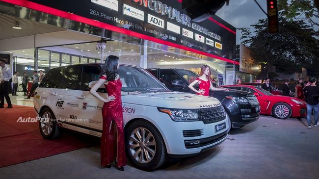 Dàn siêu xe và xe sang tụ tập tại Hà Thành mừng khai trương