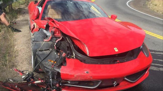 Người thuê siêu xe Ferrari 458 Italia gây tai nạn kinh hoàng