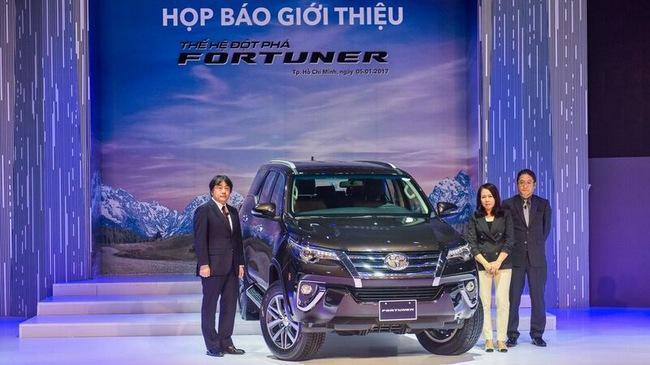 Vừa ra mắt, Toyota Fortuner 2017 đắt hàng như tôm tươi