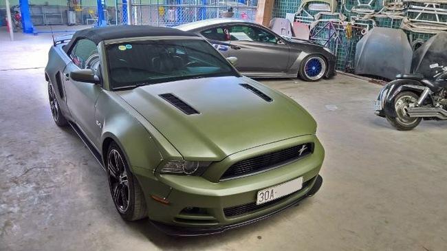 Ford Mustang độc nhất Việt Nam trang bị thêm wide body kit và thay màu áo