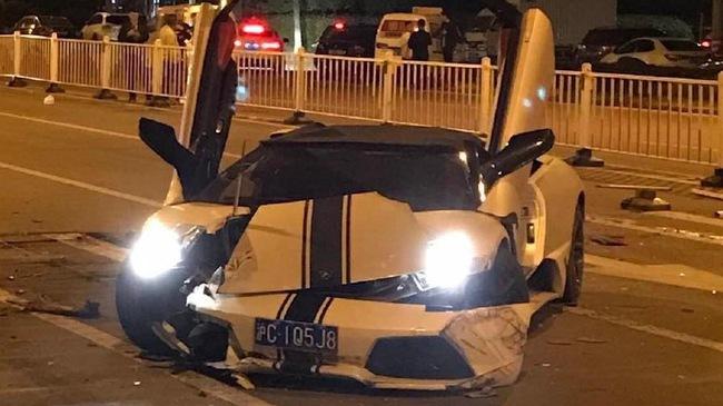 """Lamborghini Murcielago """"hàng hiếm"""" gây tai nạn liên hoàn, Range Rover bị vạ lây"""