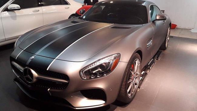 """Cường """"Đô-la"""" thay áo cho siêu xe Mercedes-AMG GT S mới tậu"""