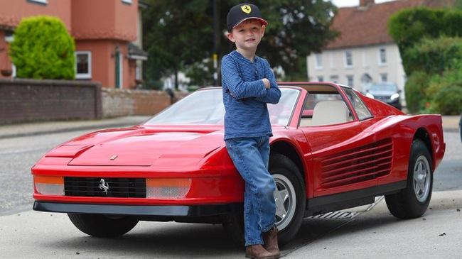 Diện kiến chiếc ô tô đồ chơi thuộc hàng đắt nhất thế giới, mang hình hài siêu xe Ferrari Testarossa