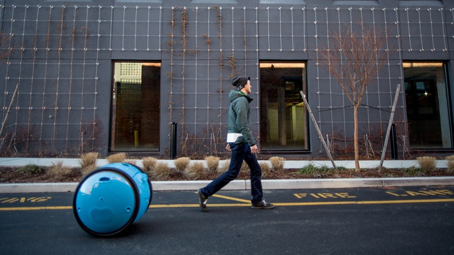 Piaggio trình làng rô-bốt chở đồ tự chạy theo con người