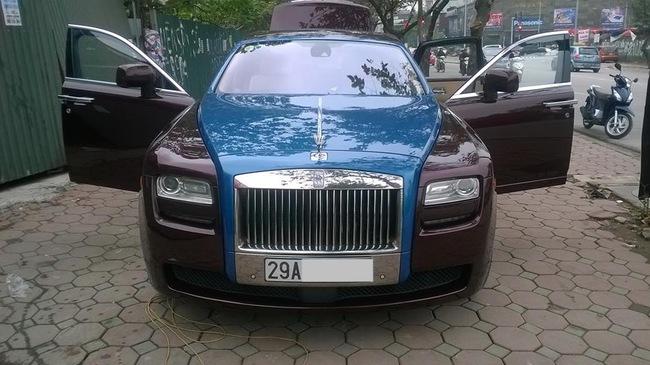 Rolls-Royce Ghost phối màu lạ của đại gia Hà thành