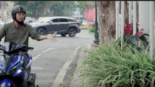 Điều gì sẽ xảy ra nếu vứt bỏ smartkey của Yamaha NVX 155 khi đang lái xe?