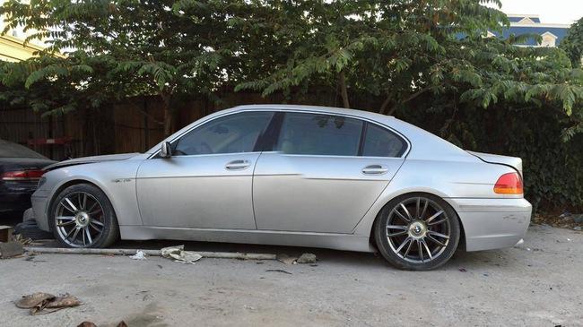Xót xa BMW 760Li bị