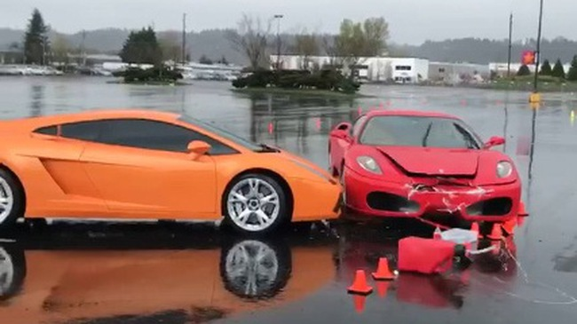 "Ferrari F430 tặng ""nụ hôn trời giáng"" cho Lamborghini Gallardo"