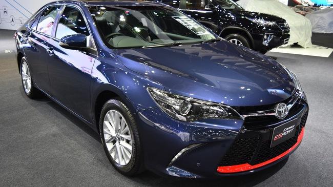 Làm quen với Toyota Camry phiên bản thể thao hơn, giá từ 1,081 tỷ Đồng
