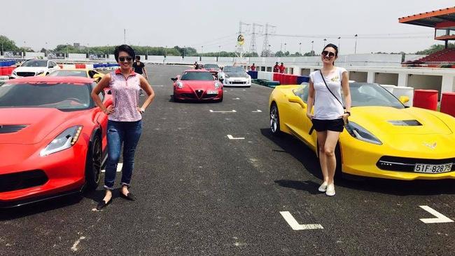 """Nữ """"tay đua"""" đốt lốp Chevrolet Corvette C7 Stingray mui trần tại trường đua 2.000 tỷ Đồng của Dũng """"lò vôi"""""""