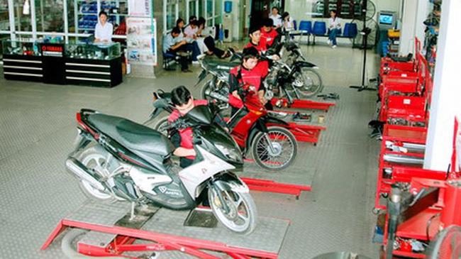 Bảo dưỡng xe máy: chọn cửa hàng nhỏ hay trung tâm lớn