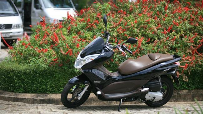 """Honda PCX Việt, Honda Diamond Blue """"cháy hàng"""""""