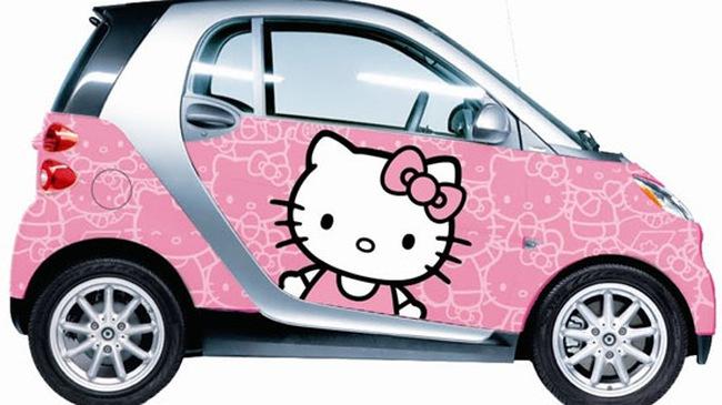 """Dễ thương với Smart ForTwo khoác """"áo"""" Hello Kitty"""