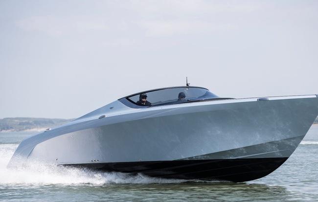 Siêu du thuyền Aston Martin AM37 đã được bán