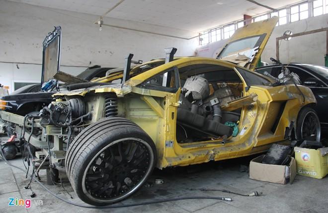 Chiếc Gallardo với nhiều chi tiết đóng date 29/06/2004 và được sản xuất tại nhà máy của Lamborghini ở Bologna, Ý.