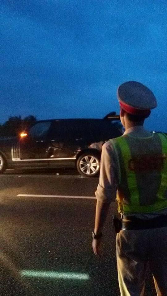 Chiếc Range Rover tại hiện trường vụ tai nạn. Ảnh: Bạn Hữu Đường Xa