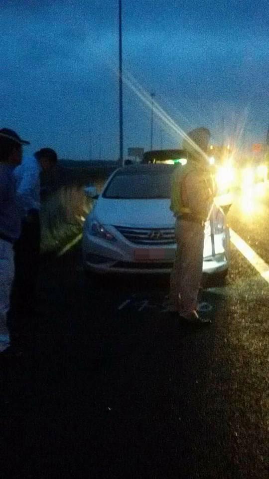 Chiếc Hyundai Sonata bị vạ lây trong vụ tai nạn liên hoàn. Ảnh: Bạn Hữu Đường Xa