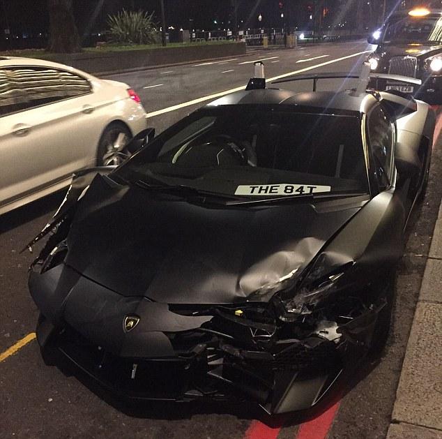 Khoảnh khắc Lamborghini Aventador SV Roadster gây tai nạn khi đua với Bentley - Ảnh 3.