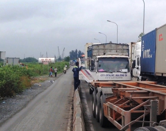 Lái xe đông lạnh khóc ở khu vực cảng Cát Lái - Ảnh 5.