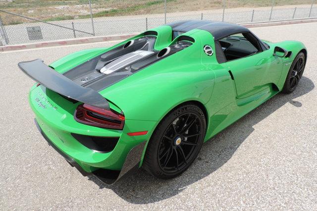 Mức giá trên cao gần gấp 2 lần giá xuất xưởng của một chiếc Porsche 918 Spyder. Có thể nhận thấy, số lượng được sản xuất hạn chế của siêu phẩm đến từ Đức với 918 chiếc được cho ra lò trên thế giới giúp những chiếc siêu xe đã qua sử dụng như Porsche 918 Spyder luôn có giá bán lại cao kỷ lục.